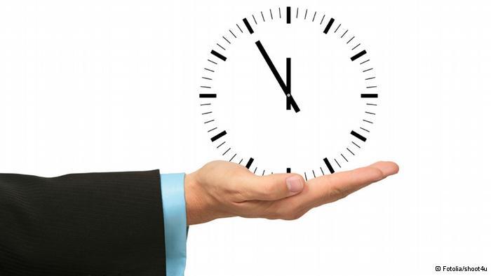 Siempre mantén la hora en tu cabeza, y relacionala con las tareas por hacer.